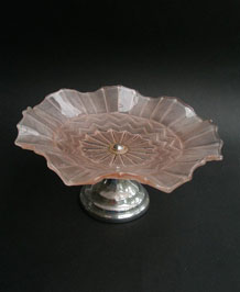 MID-CENTURY PINK GLASS FLUTED CAKE PLATE ON CHROME STAND