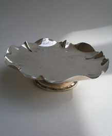 JAMES DEAKIN & SONS SILVER- PLATED CAKE STAND