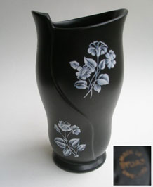 1950s BLACK SYLVAC VASE WITH WHITE FLORAL DESIGN