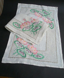PAIR OF VINTAGE HAND EMBROIDERED LINEN TABLE MATS