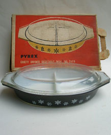 1950s PYREX GAIETY SNOWFLAKE DIVIDED VEGETABLE DISH IN ORIGINAL BOX