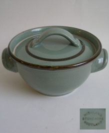 HIGHLAND  STONEWARE CELADON SCOTLAND  LIDDED CASSEROLE  DISH / VEGETABLE TUREEN