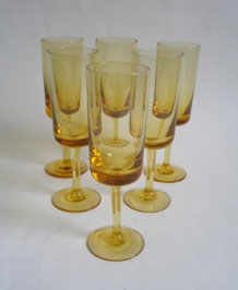 SIX VINTAGE AMBER STEMMED SHERRY /PORT GLASSES