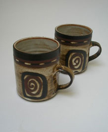 PAIR OF BRIGLIN POTTERY CIRCLE  MUGS