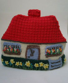 VINTAGE HAND-KNITTED COUNTRY COTTAGE TEA COSY