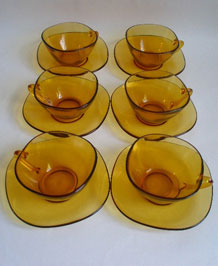 VINTAGE LARGE VERECO (FRANCE) GLASS CUPS AND SAUCERS